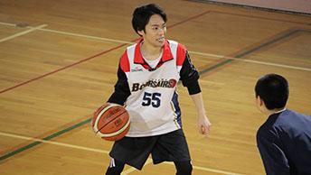 小野賢章が「小野のバスケ」を披露!バスケ練習でシュートも決める