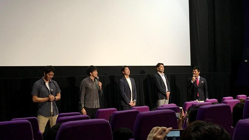 初回上映の舞台挨拶には北卓也GM、佐藤賢次HC、篠山竜青選手、青木保憲選手が登場