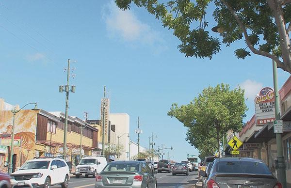 カイムキ グルメタウンとしても注目されていて、ダイヤモンドヘッドの北側に広がる街。トレッキング後にカイムキのメインストリート「ワイアラエ通り」を散策しました!