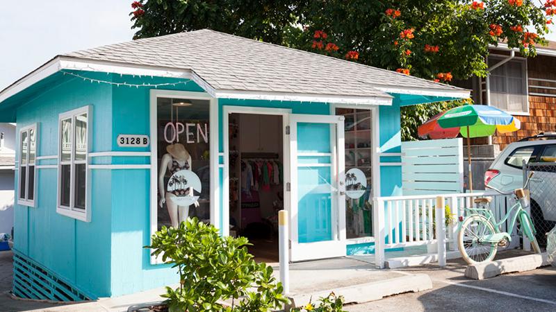水色のコテージにおしゃれアイテムが集合 ダイヤモンドヘッド・ビーチ・ハウス/Diamond Head Beach House