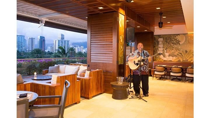 ハッピーアワーは夕方と深夜の2回 ワイオル・オーシャン・ キュイジーヌ Wai'olu Ocean Cuisine